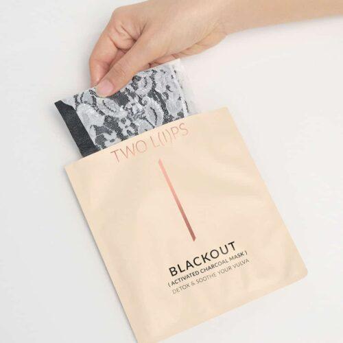 Two-Lips-Blackout